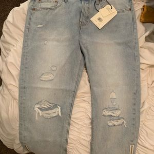 501 Levi's! Tapper crops. BRAND NEW!!